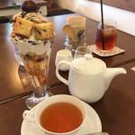 カフェ ノモリ - 料理写真:渋皮マロンのパフェとヌワラエリア