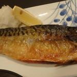 個室居酒屋 馬に魚に  - 燻製鯖の塩焼き