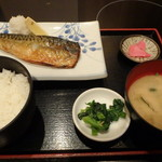 個室居酒屋 馬に魚に  - 燻製鯖の塩焼き定食