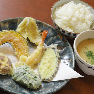 最高の揚げ方!本格【天ぷら】をお手頃価格で。お得な定食も!