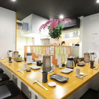 気軽に天ぷらを堪能できる、カウンター席のみのゆったり空間!
