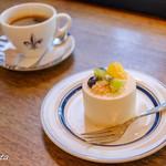 コーヒーハウス ニシヤ - ホットコーヒーとチーズケーキ
