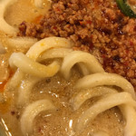 丸亀製麺 - 期間限定 うま辛坦々うどんの麺をアップで。