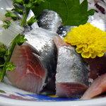 海鮮料理の店 岩沢 - イワシの光具合がいいね!