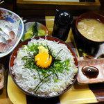 海鮮料理の店 岩沢 - 豪華絢爛(イワシの刺身はちょっと食べちゃった)