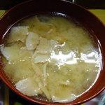 海鮮料理の店 岩沢 - 丼には豚汁。これ旨い