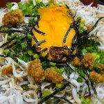 海鮮料理の店 岩沢 - しらすには生姜醤油をかけて