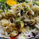 海鮮料理の店 岩沢 - 卵の黄身を潰して混ぜ混ぜ(^^♪
