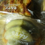 9557789 - レモンクリームのパンとクリームチーズが挟まってるパン