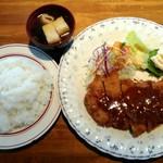 95571341 - 「ビフカツ定食」ライス大盛り 900円