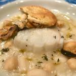 95575772 - 白インゲン豆 ヒヨコ豆 大麦の煮込み 塩ダラのローストと船乗りのガレッテ添え