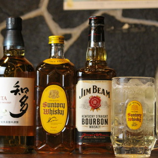 """""""酒場""""が誇る充実な品揃え&飛びっきり旨い美酒で喉を潤す。"""