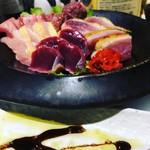 旬肴、地場酒場 Simaくうま - 生肉盛り合わせの一例