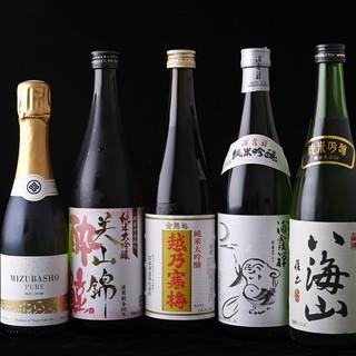 日本酒・焼酎・ワインは、食と合わせて愉しめるようセレクト。