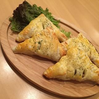 11月の特製料理「タラとキノコのパイ包み焼」