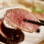 son-ju-cue - ランス産鴨ムネ肉のロースト カシスソースを添えて