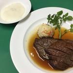 グリル グランド - 料理写真:牛ソテー。大根おろしをつけてさっぱりいただける一品。