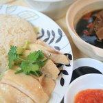 新東記 - シンガポールを全部味わえるマーライオンセット、土日祝の限定メニューです!