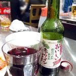 (卸)調布食肉センター - 酸化防止剤無添加の赤ワイン。安くて甘いんですが好きです。翌日頭痛がしないんで。