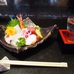 万福寿司 - 料理写真:お造り盛り合わせ & 冷酒(鷹来屋 特別純米 夏)