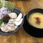 Ramen光鶏 - 特製卵とじつけ麺 950円 玉ねぎトッピング