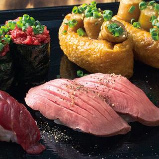 馬・牛・鶏など、様々な鮮度抜群の肉がネタの「肉寿司」!