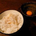 米蔵 - 子母口にある「森さんのモリモリ卵」を使った玉子かけごはん。黄身のぷりぷり感がいい
