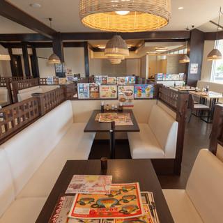 ◆全142席の広々空間◆南国風の店内で、ゆっくりとお食事を*