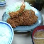 いもや - とんかつ定食+海老フライ。おひつご飯とシジミの味噌汁、山盛り細キャベツ。