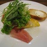 YUKI - 本日のお皿(スモークサーモン、鯛、オムレツ、ラスク<クリームチーズ>)