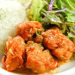 ビアホール ベアレンヴァルト - 10月の日替ランチ【火】鶏肉のチリソース炒めプレート