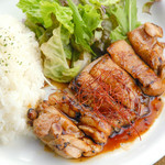 ビアホール ベアレンヴァルト - 10月の日替ランチ【木】鶏肉の照り焼きプレート
