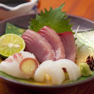 地産地消にこだわり、地元兵庫県産の新鮮食材をふんだんに使用。