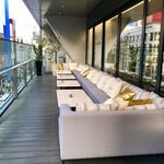 銀座モダンテラス - バブリーな雰囲気のソファ席もあります