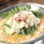 宮崎県日南市 塚田農場 - 【贅沢もつ鍋】地鶏の生つくね入り 黄金スープの塩もつ鍋