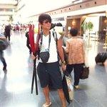 9561103 - 羽田空港にて頓珍漢な格好をしたからくち