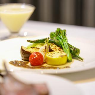 加賀の有機野菜を始めとした厳選食材を活かした体に優しいコース