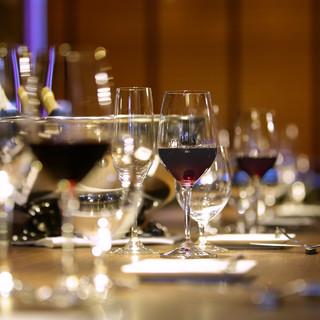 フランス産ワインを中心に約300種を常時ご用意