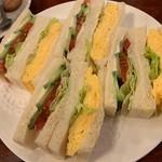 95619807 - サンドゥイッチ 2種盛り 玉子と野菜