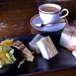 シェルボン - 料理写真:ブレンドコーヒー470円とモーニング