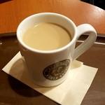 カフェ・ベローチェ - カフェオーレ:240円