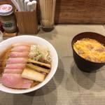 95637982 - 鴨コンフィ(チャーシュー)麺と小親子丼 1230円