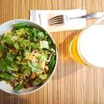フリホーレス - サラダとハートランドビール