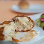 ストロバヤ - 鰕巻(えびまき)蟹奶油可樂餅(かにクレムコロッケ)、斷面(きりくち)