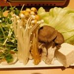 95640798 - 鍋の野菜(堪能 あぐー豚のコース)