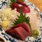 金沢おでんと日本海料理 加賀の屋 - お刺身 鰹、ぶり、鯵、マグロ