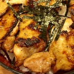 95647376 - 焼鳥丼                       パリッ&フワァ&ジューシーなもも肉とぼんじり(^^)v
