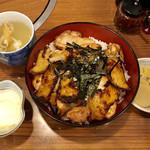 95647380 - 焼鳥丼@1150円                       オプションで鶏スープ@150円、温泉たまご@100円を追加。締めて1400円です。
