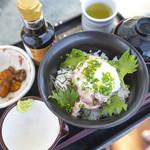 なぎさ橋珈琲 - ネギトロ丼モーニングセット780円、ドリンクセットは+300円。
