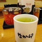 なか卯 - お茶と紅生姜と調味料